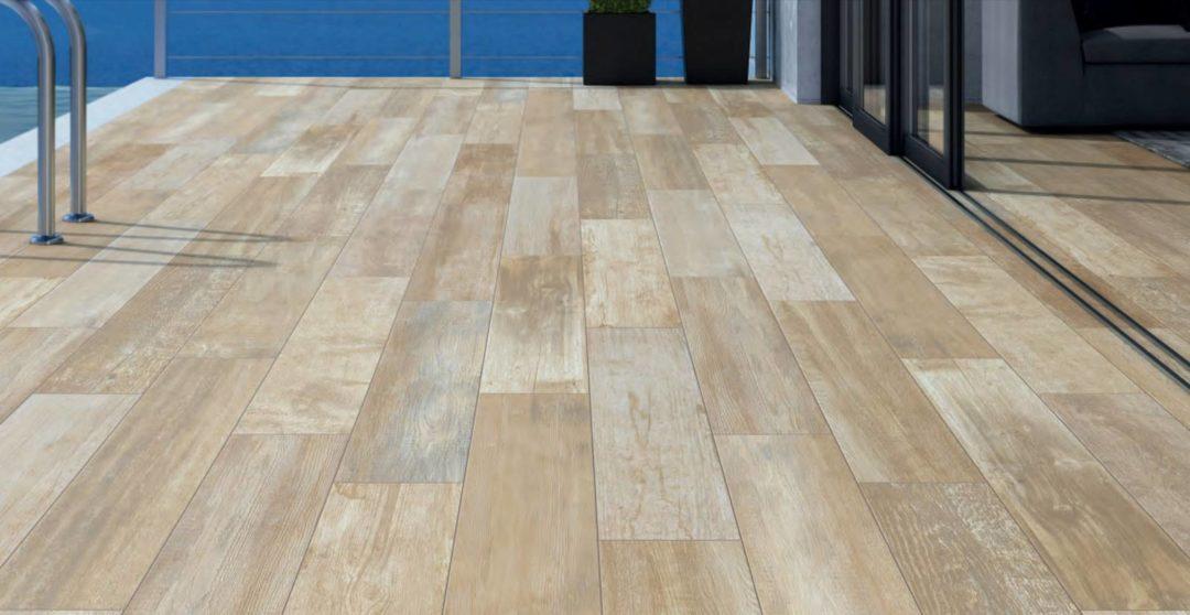 Une imitation bois grand format slip-stop pour sol intérieur et extérieur terrasse tour de piscine : Ellice